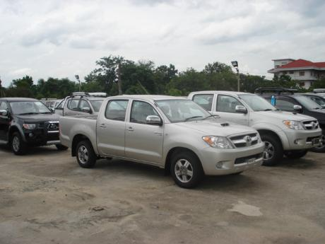 new Toyota Hilux Vigo Double Cab 4x2 E at Thailand's top Toyota Hilux Vigo dealer Soni Motors Thailand
