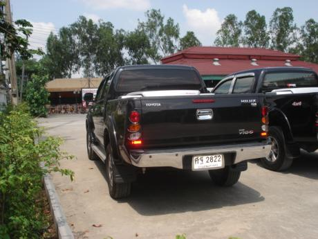 used Toyota Hilux VigoDouble Cab 4x4 G with utility box at Thailand's top Toyota new and used Hilux Vigo dealer Soni Motors Thailand
